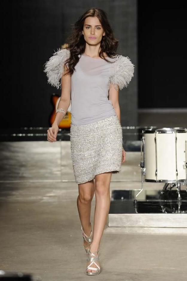 Altura exigida por uma agência de modelos - Com 1,73 de altura, Renata Sozzi participa de desfiles de moda